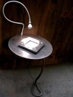 plateau métal et lampe